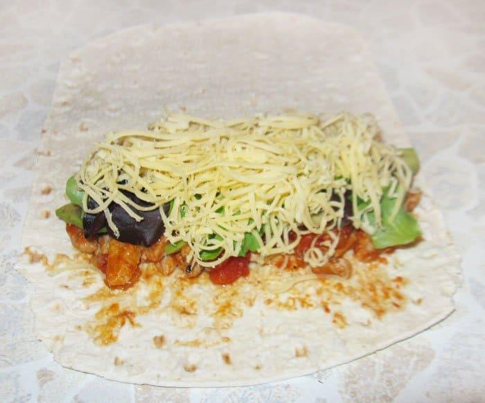 Фото рецепта - Буррито с мясом и авокадо - шаг 6