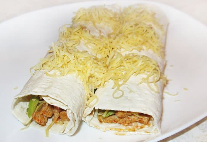 Фото рецепта - Буррито с мясом и авокадо - шаг 8
