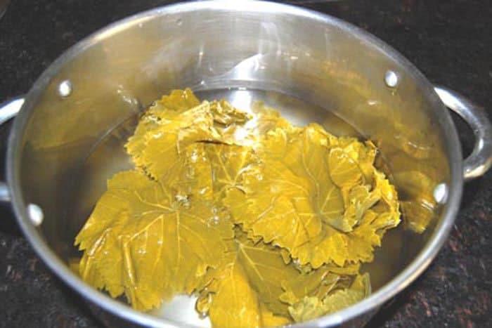 Фото рецепта - Фаршированные листья винограда (Далма) - шаг 2