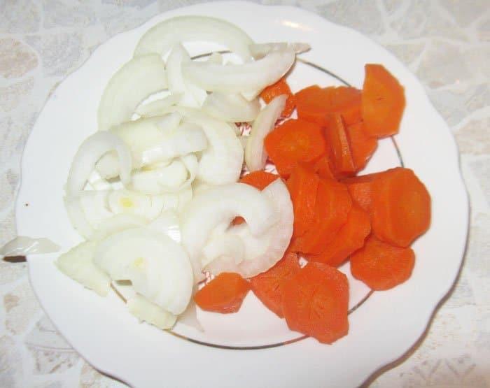 Фото рецепта - Говядина, тушеная с черносливом - шаг 2