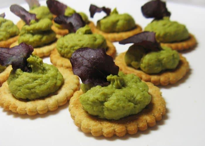 Фото рецепта - Паштет из зеленого горошка и авокадо с мятой - шаг 5