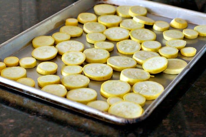 Фото рецепта - Холодный салат из жареных кабачков под чесночным соусом - шаг 1