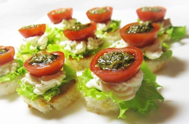 Фаршированные помидоры черри с творожным сыром - рецепт с фото