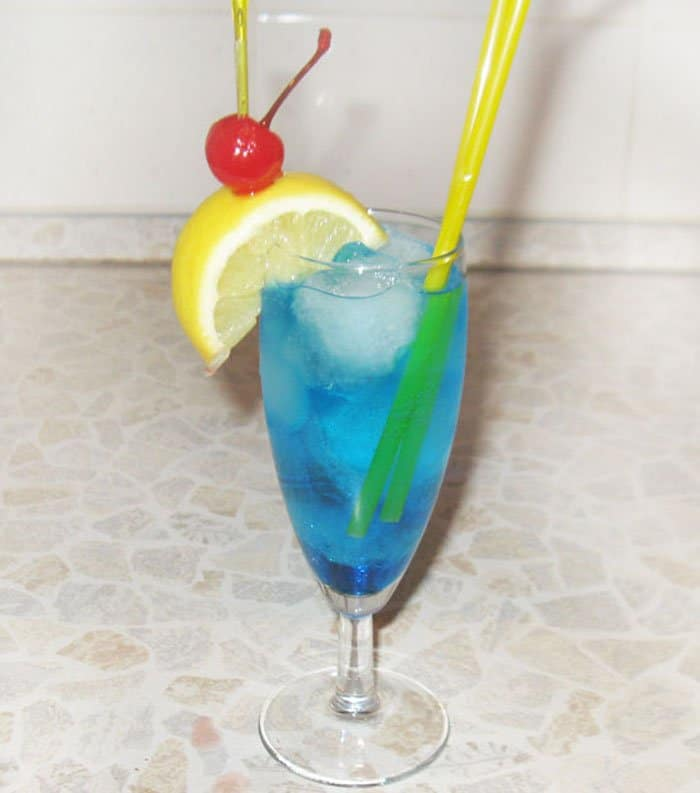 Коктейль «Голубая лагуна» - рецепт с фото