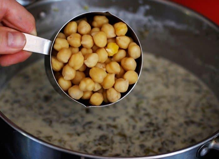 Фото рецепта - Гороховый суп из йогурта с зеленью - шаг 4