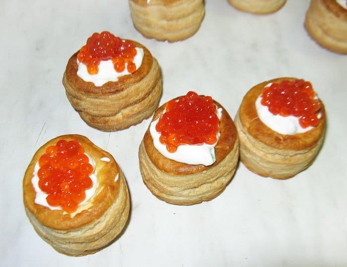 Фото рецепта - Тарталетки с икрой и сливочным сыром - шаг 3