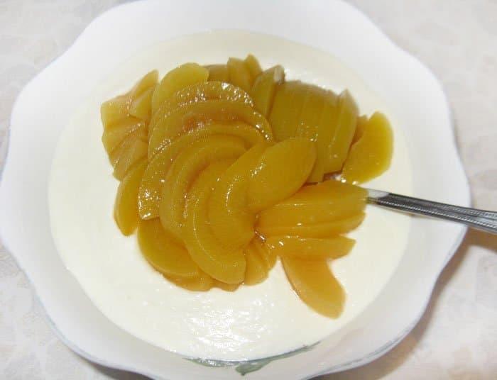 Фото рецепта - Творожный десерт или пасха с персиками - шаг 4