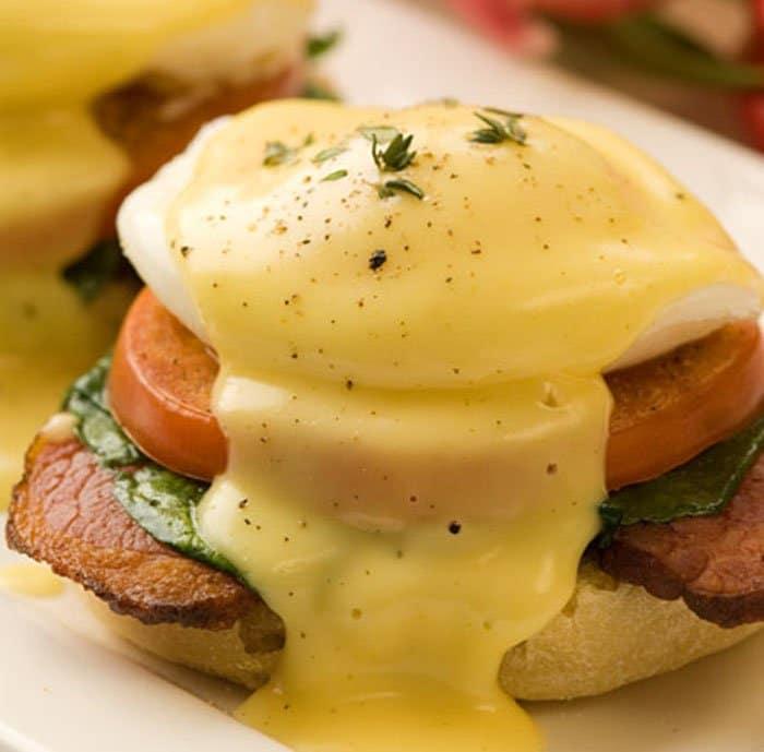 Фото рецепта - Яйца Бенедикт с кексом по-английски - шаг 5