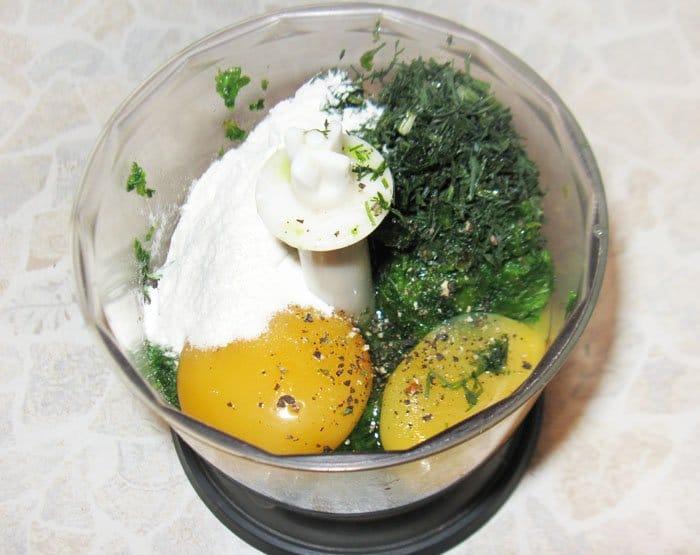 Фото рецепта - Зеленый рулет из шпината с лососем - шаг 3