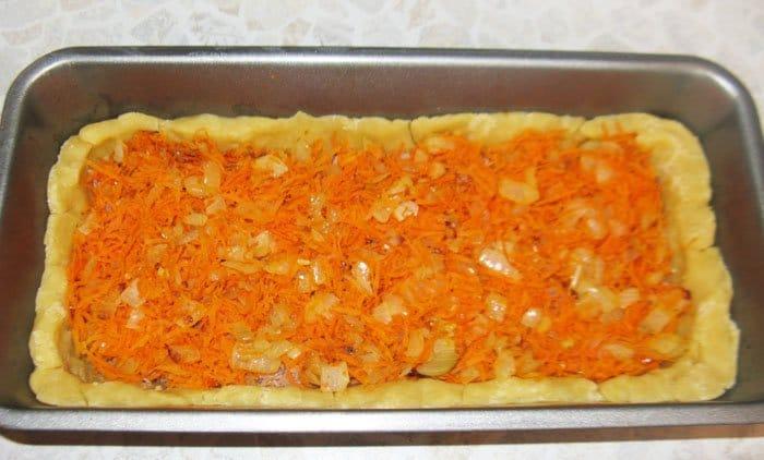 Фото рецепта - Киш (пирог) с тунцом и морковью - шаг 5