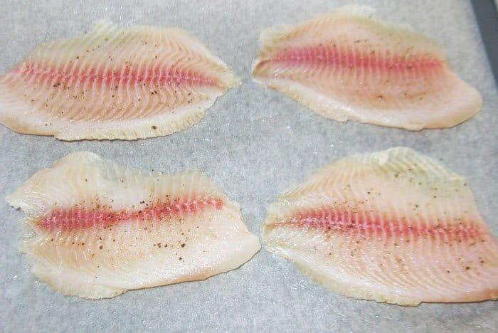 Фото рецепта - Нежная рыба с болгарским перцем - шаг 1