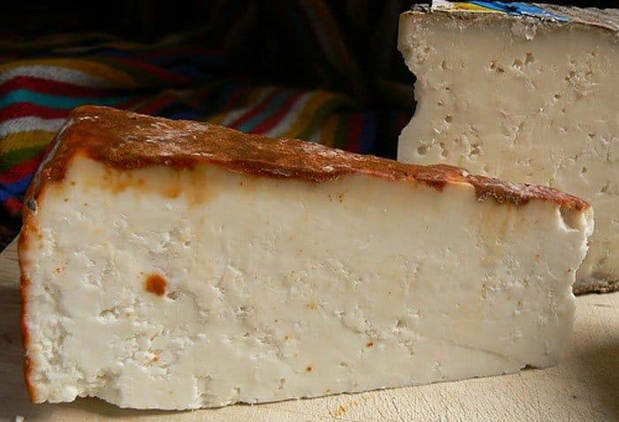Фото рецепта - Отварной молодой картофель под сырным соусом - шаг 4