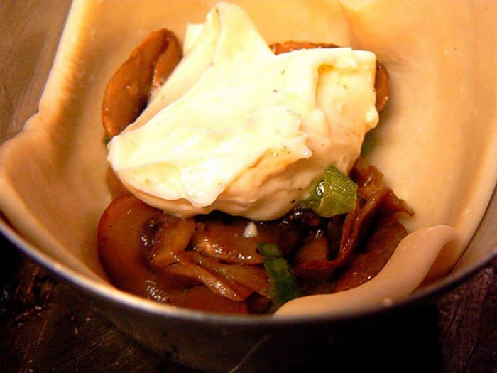 Фото рецепта - Пирожки из слоеного теста с грибами - шаг 3