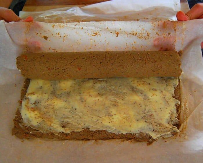 Фото рецепта - Рулет из печени с луком и морковью - шаг 3