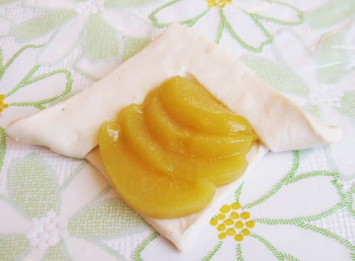 Фото рецепта - Слойка  «Каре с персиками» - шаг 5