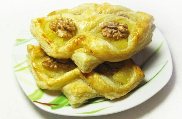 Слойка «Сова» с ананасами - рецепт с фото