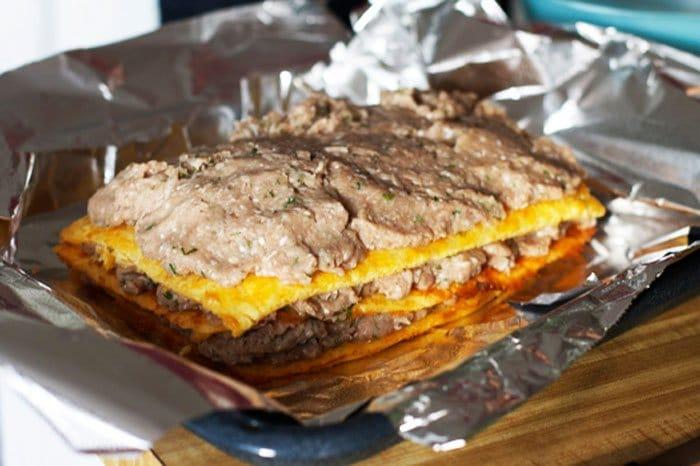 Фото рецепта - Слоеный сырный пирог с куриным фаршем - шаг 8