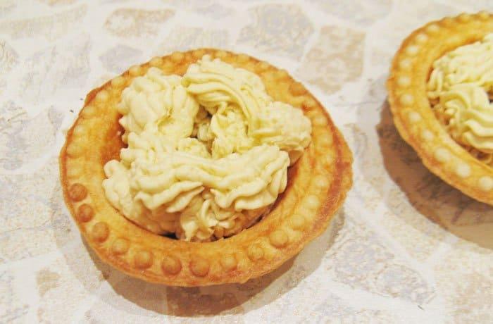Тарталетки с нежным куриным паштетом – кулинарный рецепт