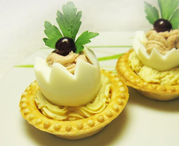 Фото рецепта - Тарталетки с яйцом и паштетом - шаг 6