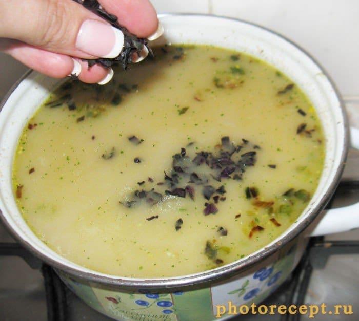 Фото рецепта - Летний  суп из лисичек с плавленым сыром - шаг 7