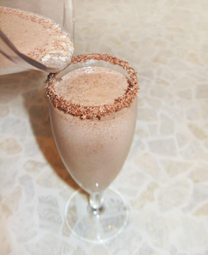 Фото рецепта - Шоколадно-ореховый смузи - шаг 8