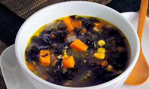 Овощной суп из капусты и консервированной кукурузы