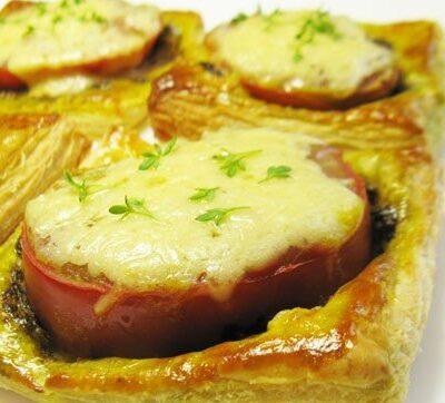 Тарталетки с соусом песто и помидорами - рецепт с фото