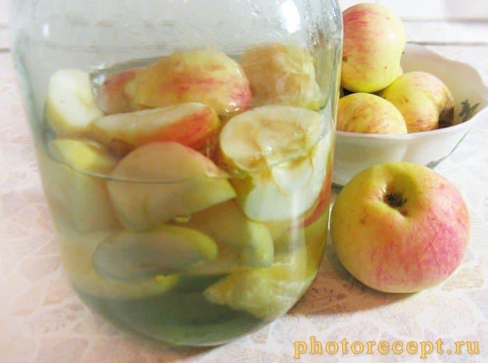 Фото рецепта - Компот из яблок и апельсинов на зиму - шаг 2