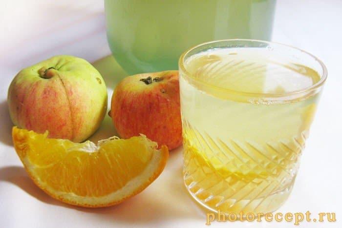 Фото рецепта - Компот из яблок и апельсинов на зиму - шаг 6