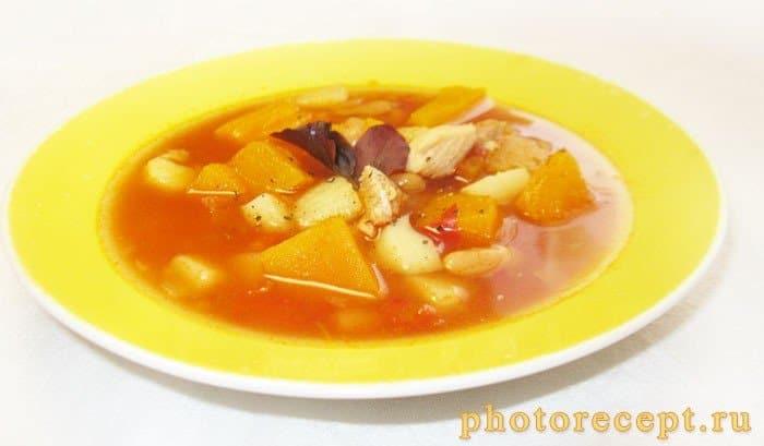 Фото рецепта - Овощной суп с тыквой и белой фасолью - шаг 7