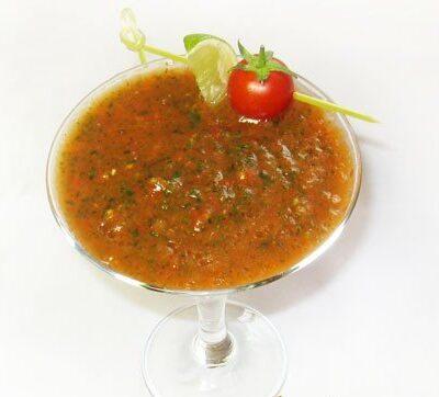 Томатный смузи с сельдереем и морковным соком - рецепт с фото