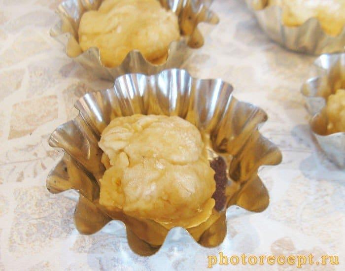 Фото рецепта - Банановые тарталетки с творожным кремом и малиной - шаг 4