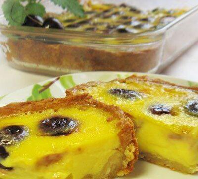 Пирог с черешней под белым шоколадом - рецепт с фото