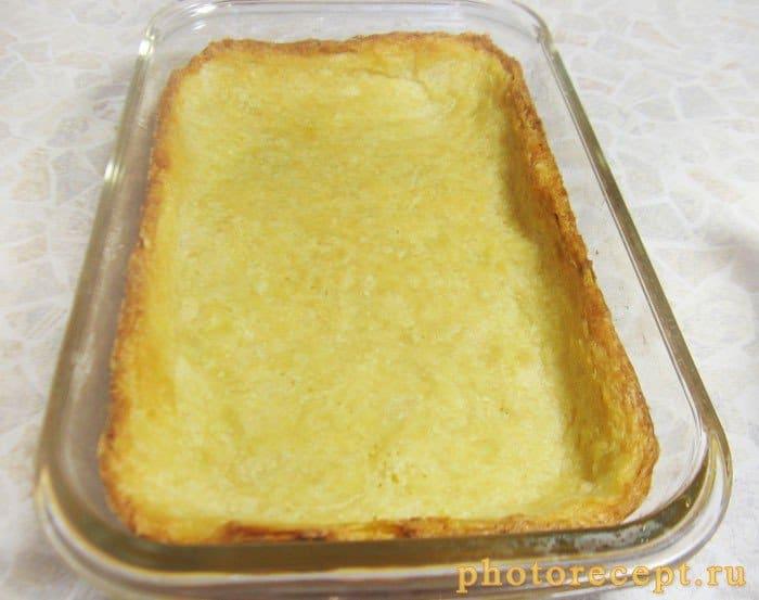 Фото рецепта - Пирог с черешней под белым шоколадом - шаг 4