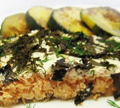 Рыба, запеченная в духовке под сметаной