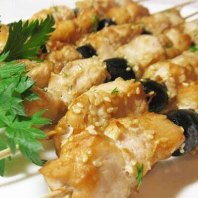 Домашний шашлык в соевом маринаде с маслинами - рецепт с фото