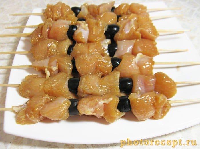 Фото рецепта - Домашний шашлык в соевом маринаде с маслинами - шаг 4