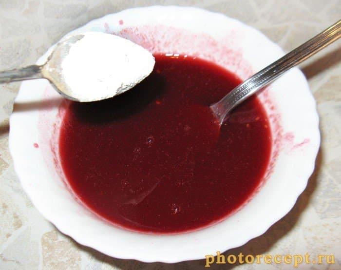Фото рецепта - Малиновый соус с оладушками - шаг 5