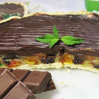 Пирог с ириской и сухофруктами под ганашем