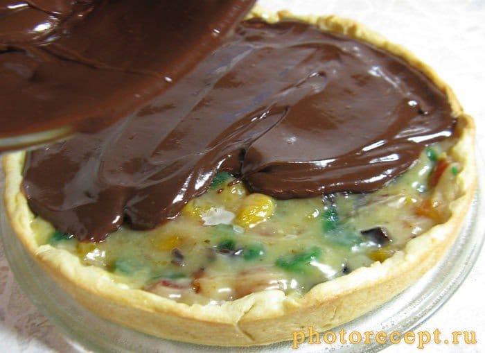 Фото рецепта - Пирог с ириской и сухофруктами под ганашем - шаг 9