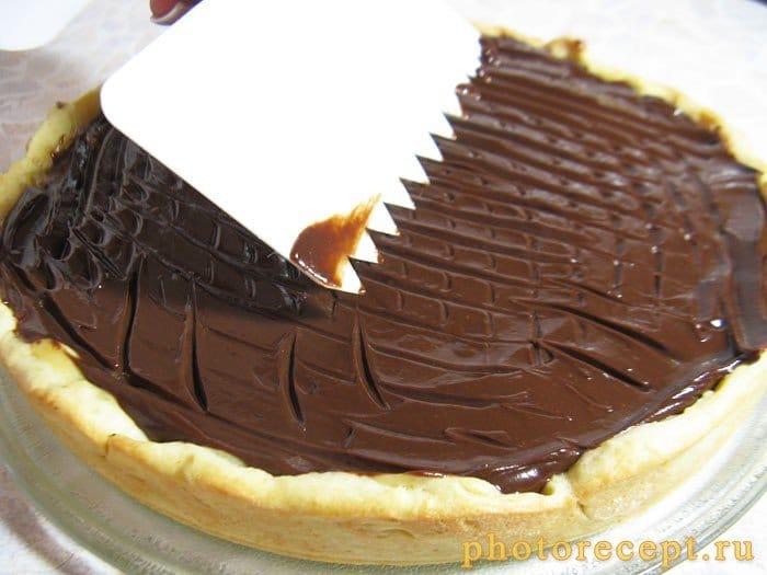Фото рецепта - Пирог с ириской и сухофруктами под ганашем - шаг 10