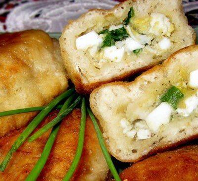 Пирожки из дрожжевого теста с яйцом и зеленым луком - рецепт с фото