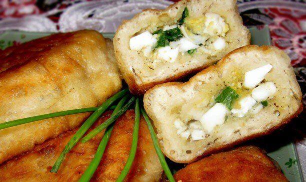 Пирожки из дрожжевого теста с яйцом и зеленым луком