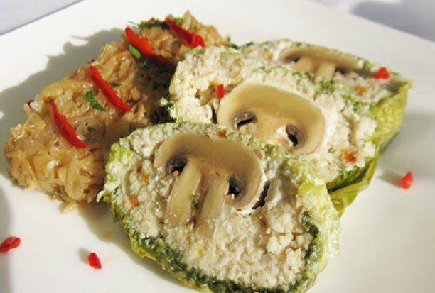 Рулет из рыбного муслина с грибами
