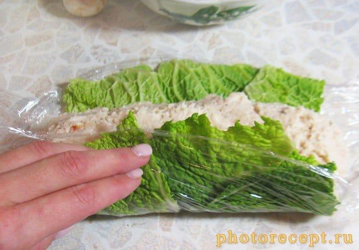 Фото рецепта - Рулет из рыбного муслина с грибами - шаг 5