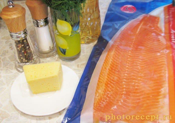 Фото рецепта - Рулеты из форели с сыром - шаг 1