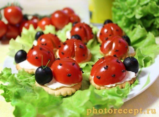 Мини-бутерброды – Божья коровка - рецепт с фото