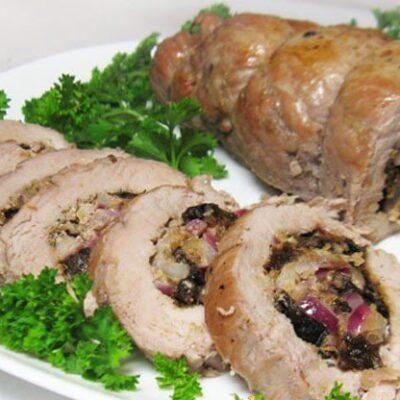 Фаршированная свиная вырезка с черносливом и орехами - рецепт с фото
