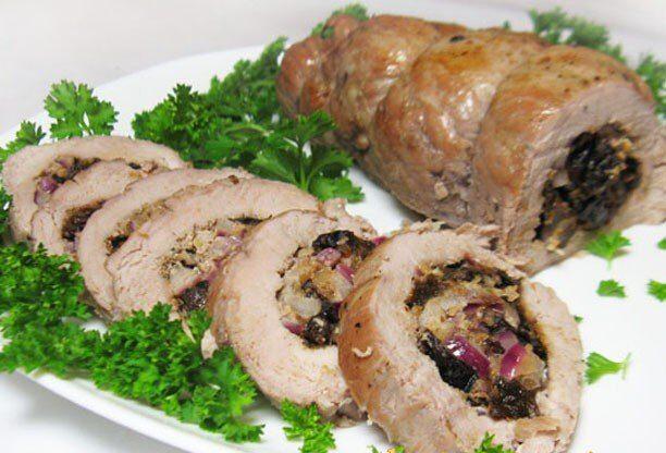 Фаршированная свиная вырезка с черносливом и орехами