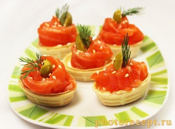 Тарталетки с творожным сыром Альметте и семгой - рецепт с фото